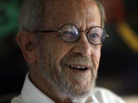 Após derrame, escritor Elmore Leonard morre aos 87 anos