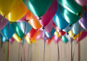 O que fazer para Dia das Crianças: Decoração com balões e/ou bonecos infláveis