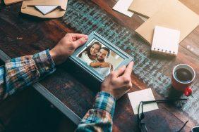 O que fazer para Casamento de colaborador: Porta-retrato para a primeira foto do casal