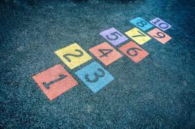 """O que fazer para Dia das Crianças: """"Amarelinha"""" na decoração"""