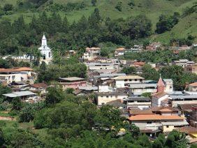 Cemitério Municipal de Amparo do Serra – MG –